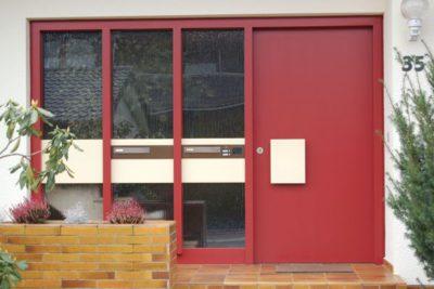 Eine rote Haustüre